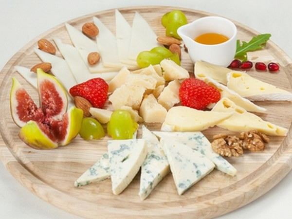 Cheese plate with figs #cheeseplate #cheeseslicer