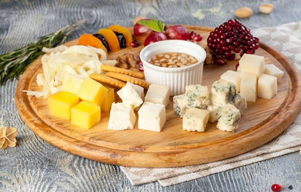 cheese plate with pomegranate #cheeseplate #cheeseslicer